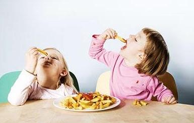 杭州小儿出现白癜风症状怎样合理饮食?